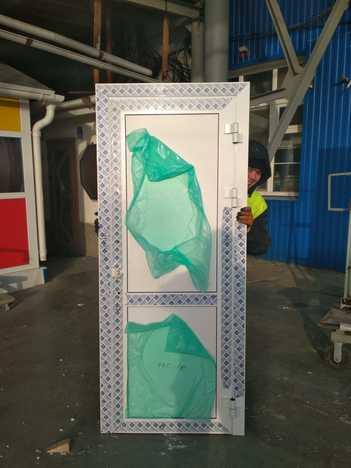 Дверь Алюминиевая 840*2010 правая